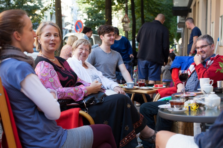 Sister Franziska and friends outside the Cafe Emma T.  Photo Katja Harbi.